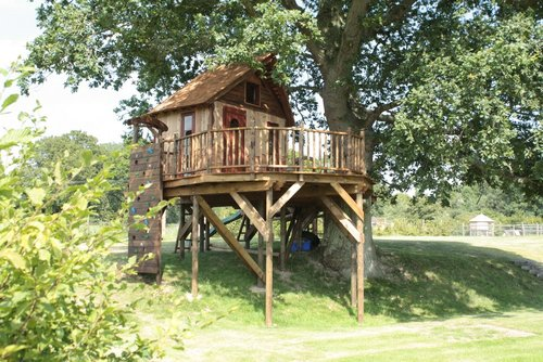 The Lookout Treehouse (c) Blue Forest on Unique Property Bulletin