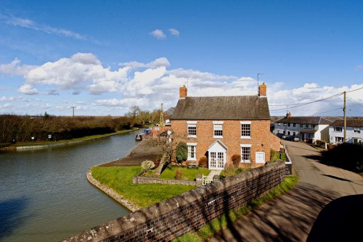 Toll House, Blisworth Arm, Nr. Blisworth, Northamptonshire, NN7