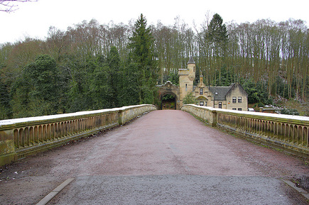 AAA West Lodge, Mauldslie Castle Bridge View M22RDY